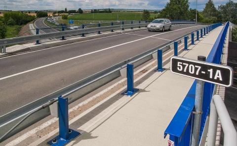 Svodidlo MS4-1/H2 na mostě ev.č. 5707-1A