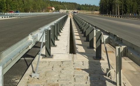 SDP dálničního mostu se svodidly MS4-1/H2