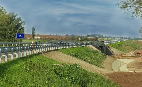 Celkový pohled na most č.16-006 ve směru na Slaný