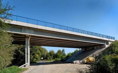 Most č.38-050 přes místní komunikaci