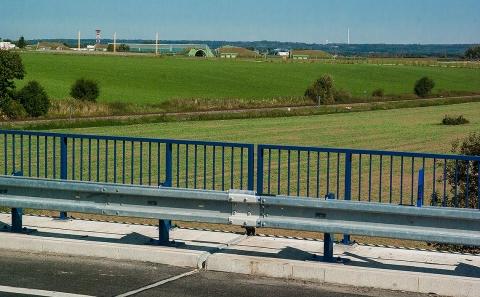 Svodidlo MS4-1/H2 na mostě 38-050 u letiště Čáslav