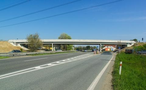 Mostní objekt 152-048 přes výpadovku D52 na Vídeň