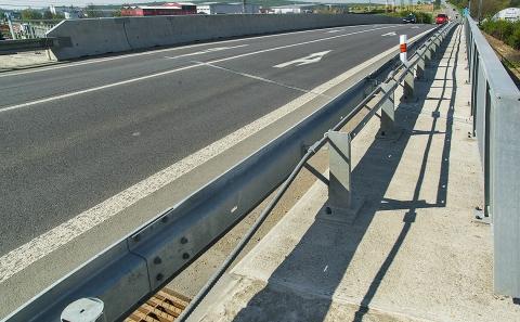 Svodidla MS4/H2 na mostě 152-048