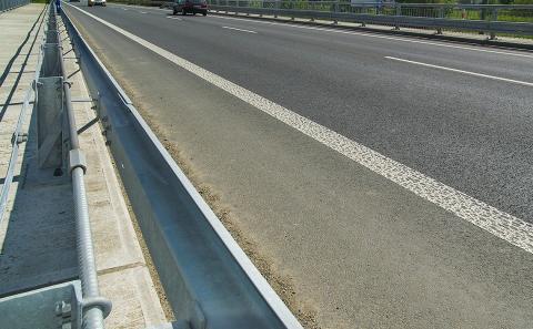 Svodidla MS4/H2 na mostě 152-051