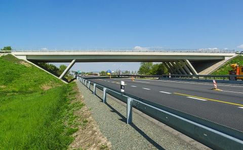 Mostní objekt 152-048 přes dálnici D2 na Bratislavu