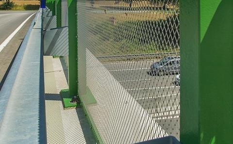 Detail uchycení výztužné tyče svodidla ZMS4-1/H2