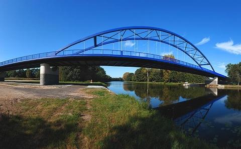 Nový most přes Labe u obce Mělice