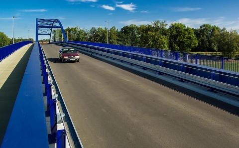 Most na silnici III/32219 se svodidly ZMS4-1/H2