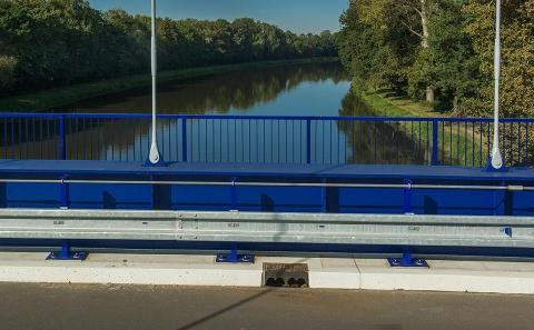 Svodidla ZMS4-1/H2 na mostě přes řeku Labe