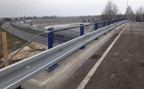 Svodidlo ZMS4-1/H2 na mostě přes D46 u Olšan u Prostějova