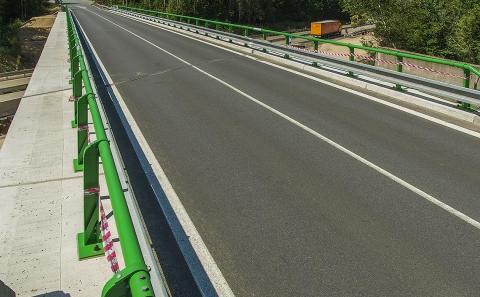 Svodidla ZMS4/H2 na mostě II/131 přes D1