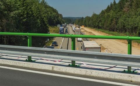 Svodidla ZMS4/H2 na mostě II/131 přes rekonstruovanou D1