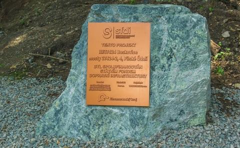 Pilské údolí, pamětní kámen stavby
