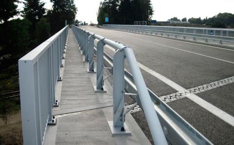 Svodidla ZMS4/H2 na mostě