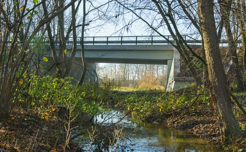 Most pře říčku