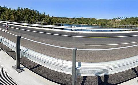 Panoramatický pohled na most se svodidly ZMS4/H3