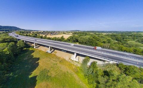 Celkový pohled na most D10-037 u obce Březina