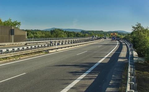 Pohled na most D10-037 osazený svodidly ZMS4/H3