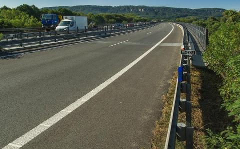 Most D10-037..1 se svodidly ZMS4/H3 ve směru Praha